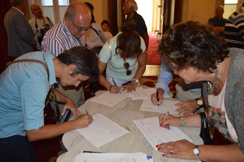 Vereadores, líderes dos partidos com assento na Assembleia Municipal e candidatos autárquicos assinaram a petição