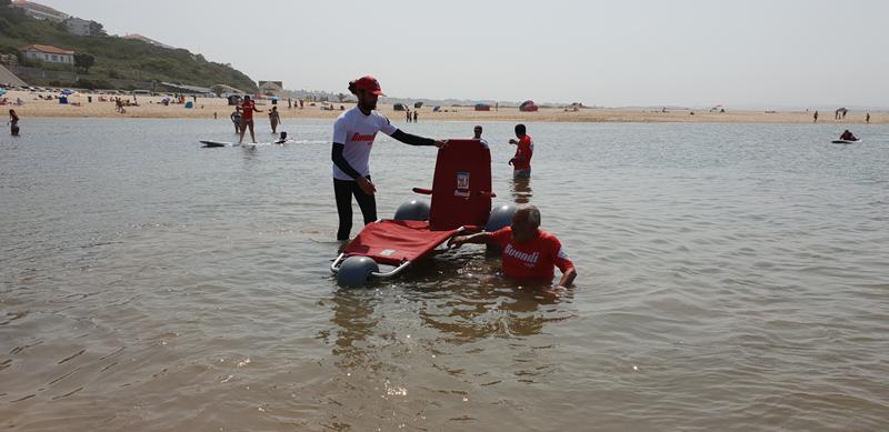 Cadeira anfíbia foi oferecida ao Município das Caldas e ao concessionário da praia da Foz do Arelho