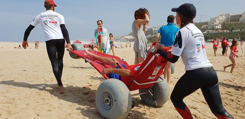 No âmbito desta parceria, foi desenvolvida uma cadeira anfíbia que visa melhorar a experiência de um dia na praia