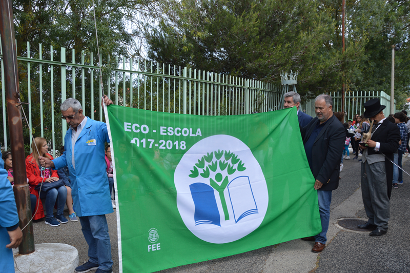 Hasteada a bandeira verde, galardão do programa Eco-Escolas, alcançada no ano 2017/18