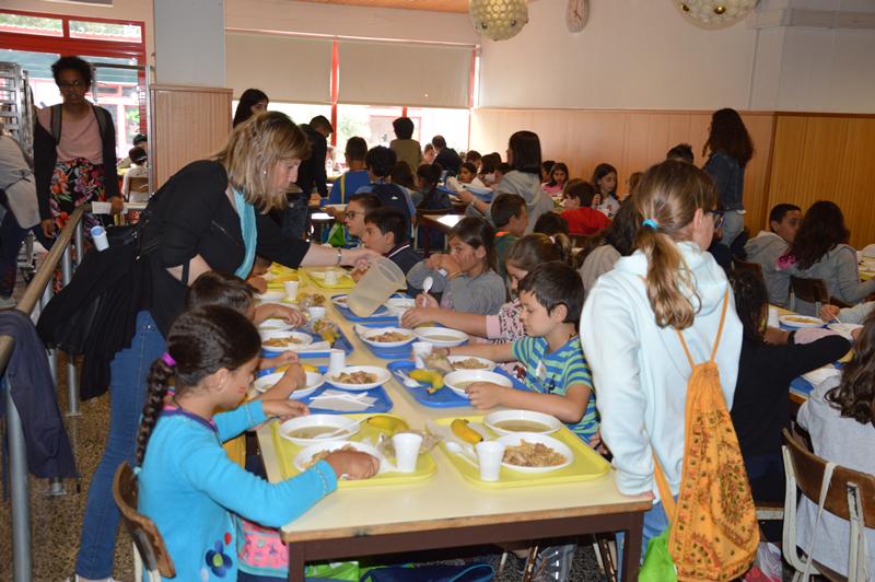 360 alunos do primeiro ciclo (3º e 4º anos) do Agrupamento de Escolas D. João II almoçaram na escola sede