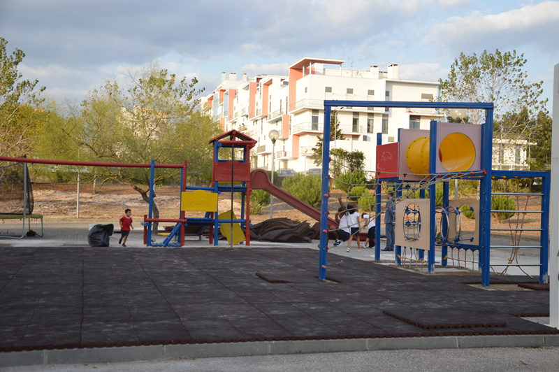 O novo espaço para o primeiro ciclo é dotado de um conjunto de equipamentos para as 103 crianças
