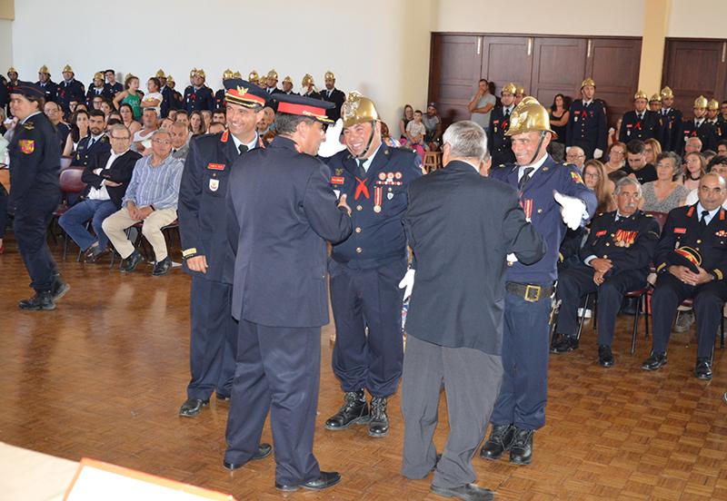 Condecoração com medalha de assiduidade grau ouro dedicação – 25 anos