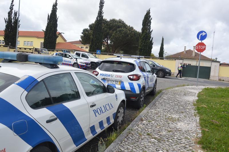 Estiveram envolvidos doze agentes e cinco viaturas da PSP