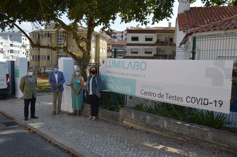 O centro de testes Covid 19 está a funcionar na Rua Filinto Elísio no edifício do antigo jardim de infância Colmeia (Infancoop), junto aos silos