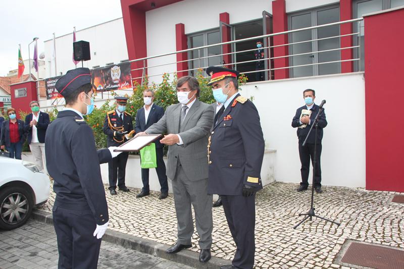"""Entrega da """"referência elogiosa"""" ao bombeiro Gonçalo Correia"""