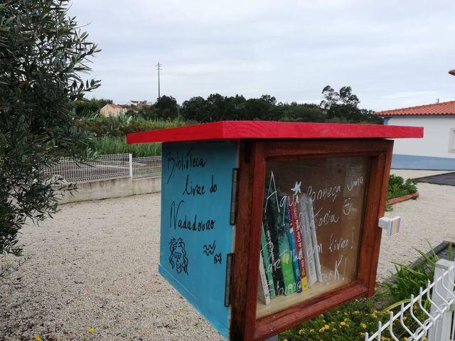 Surgiram mais duas pequenas bibliotecas colocadas no exterior de habitações