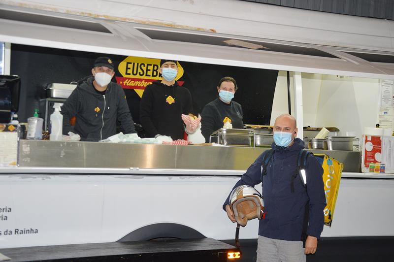 Eusebio's Hamburgueria tem a sua carrinha de comida instalada no exterior dos Silos