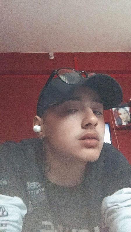 Gabriel Jesus, 19 anos, empregado de balcão, Óbidos