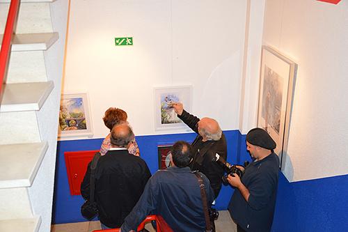 Nas escadarias do The English Centre, é possível ver a oitava edição da ARTZ