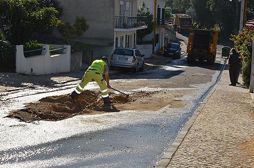 Serviços municipalizados sinalizaram o local até nova reparação da estrada