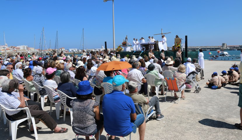 Missa mareal, celebrada junto à marina (foto Carlos Tiago)