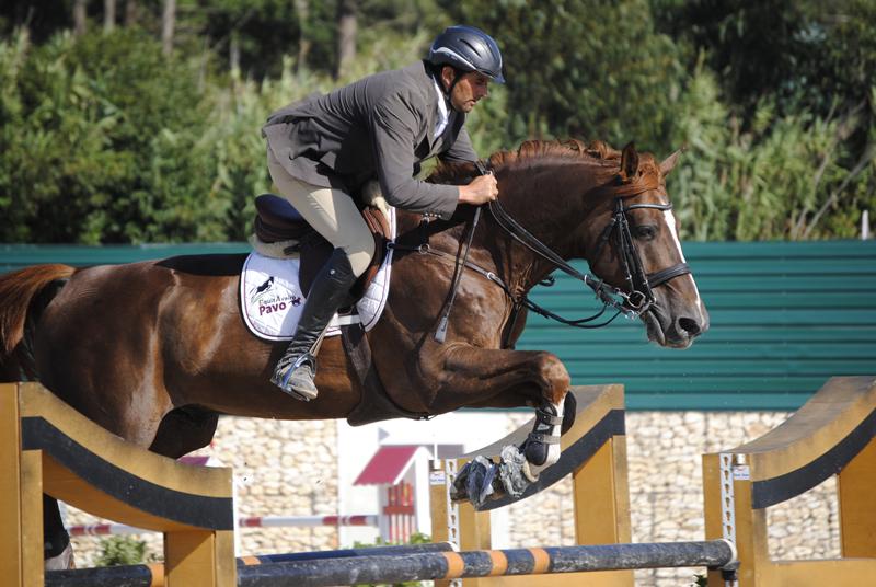 Hugo Carvalho, vencedor do Grande Prémio e o seu cavalo Tsar d'Audouville