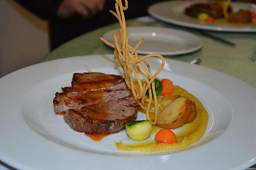 Cachaço de Porco Malhado de Alcobaça com puré de batata doce e maçã de Alcobaça grelhada