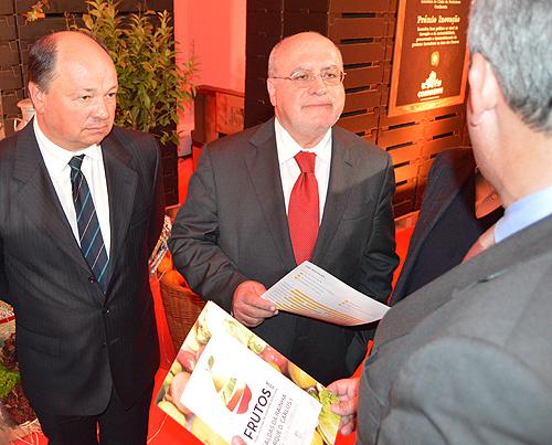 Cartaz da Frutos foi entregue ao ministro da agricultura