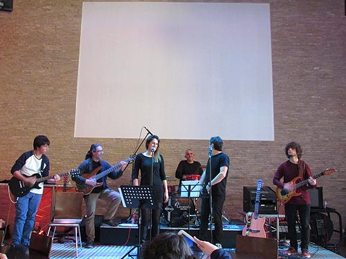 Vários instrumentos musicais foram tocados