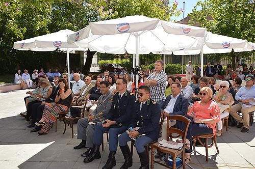 """Dezenas de pessoas presentes na apresentação do livro """"Políticas de Saúde"""""""