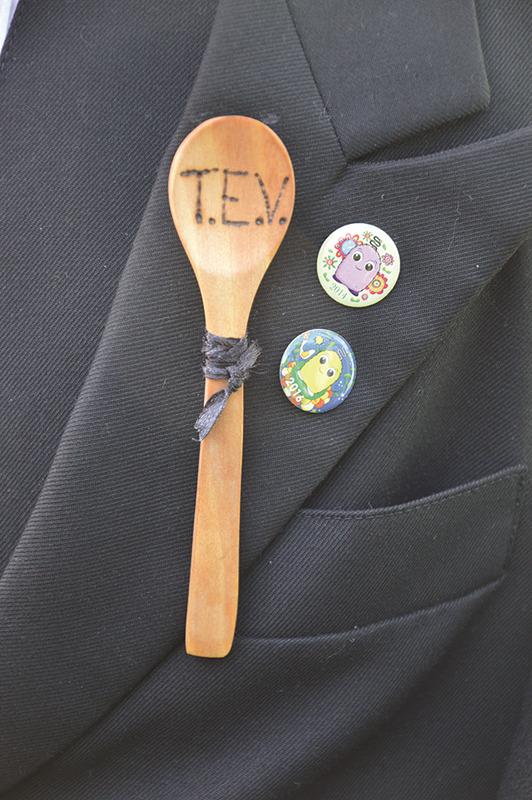 Pinos do CEERDL na capa das representantes da TEV
