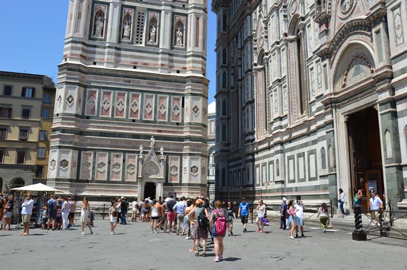 O edifício religioso mais importante de Florença é a catedral (Duomo)